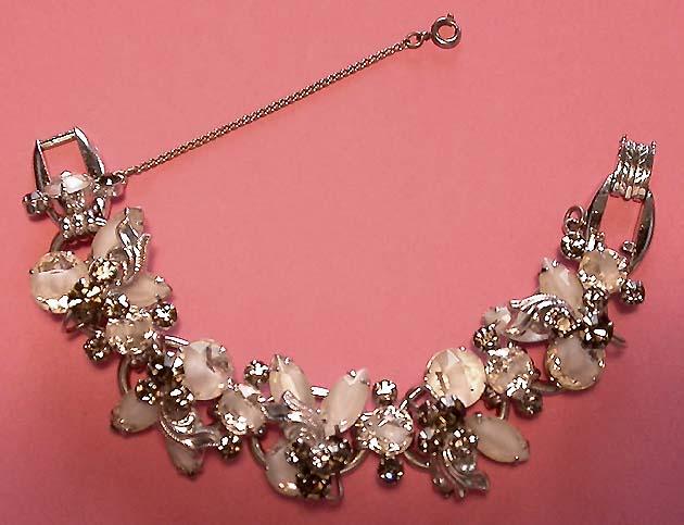 A Beautiful Vintage Costume Jewelry Juliana Givre Stone Bracelet
