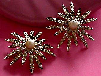 a beautiful vintage costume jewelry bridal brooch