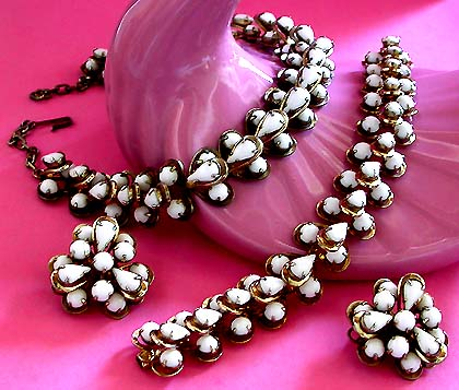a beautiful vintage costume jewelry parure : costume jewelry set  - Germanpascual.Com
